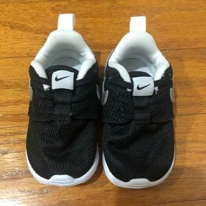 Infant Boys Nike Shoes Black White 3 slip ones